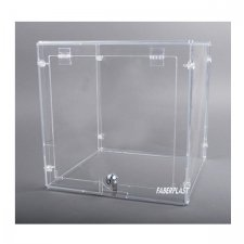 Showcase BOSS of transparent Methacrylate (Plexiglas – PMMA)